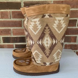 NIB Manitobah Muklukes Boho wool suede boots